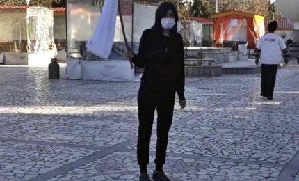 Iran, arrestata anche la ragazza simbolo delle proteste