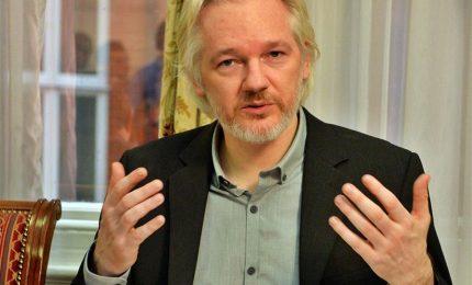 Confermato mandato di cattura per Assange