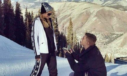Nozze Paris Hilton-Chris Zylka, promessa di matrimonio sui social