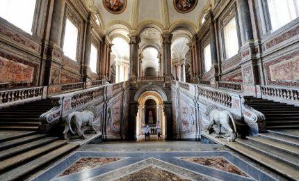Matrimonio in Reggia Caserta, polemiche e ironia: 30 mila euro a serata