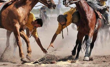 In Afghanistan tutti pazzi per il Bouzkachi, atletici come principi guerrieri