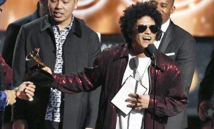 """Domina performer Bruno Mars, """"re"""" della 60esima edizione"""