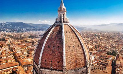 Climbing sul Duomo Firenze, immagini spettacolari degli alpinisti