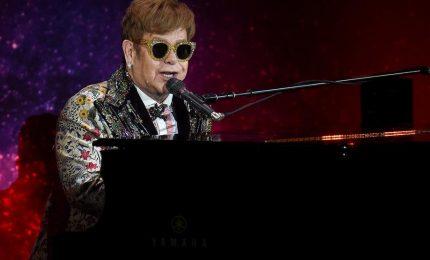 Elton John organizza concerto in streaming per raccogliere fondi