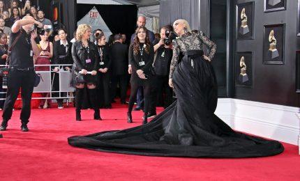 Cantanti, attori, modelle e politici: parata di stelle sul red carpet dei Grammy Award
