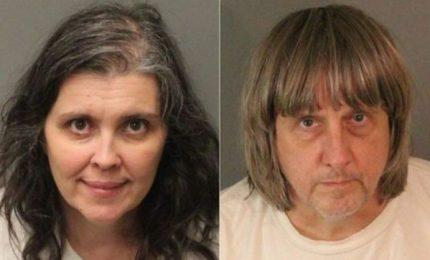 Orrore in California, 13 figli affamati e incatenati da coppia
