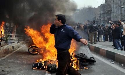 Almeno 20 morti in attentato suicida contro Pasdaran
