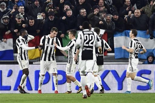 Serie A: Napoli e Juve in fuga di coppia, unica in Europa