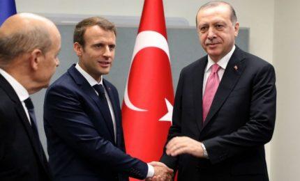"""Macron: """"impossibili"""" progressi su adesione di Turchia all'Ue"""