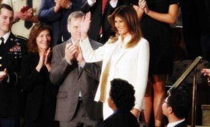 Melania prende le distanze da Trump, la first lady arriva da sola al Congresso