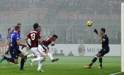 Ora Milan corre, Lazio ko ma Var fa arrabbiare