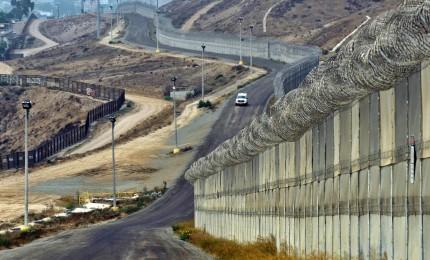 Battaglia per il muro si sposta sul piano costituzionale, sedici Stati sfidano Trump in tribunale