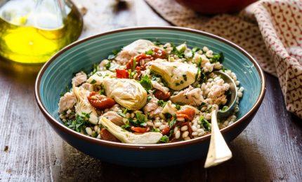 Dopo le feste una gustosa ricetta detox: insalata di farro e carciofi