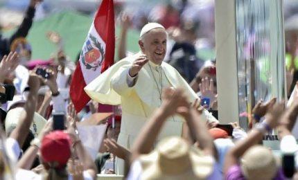 Un milione e 300 mila persone assistono alla messa, il Papa saluta il Perù