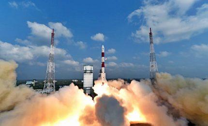 Spazio, l'India ha lanciato il razzo Pslv con 31 satelliti