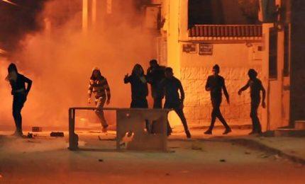 Tunisia, terza notte di scontri. Effettuati 500 arresti