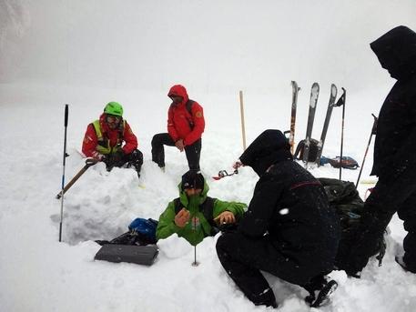 Valanga in Val Venosta, morte madre e figlia di 11 anni. Facevano parte di una comitiva di 9 persone