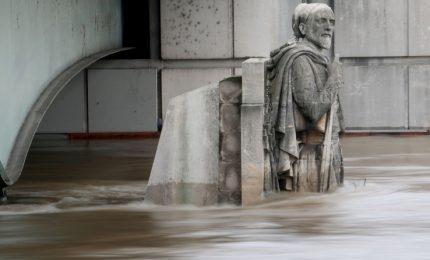 Francia, la Senna in piena, le immagini dello Zuavo sott'acqua