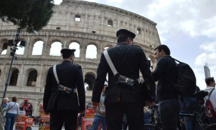 Roma, carabinieri contro il degrado del Colosseo