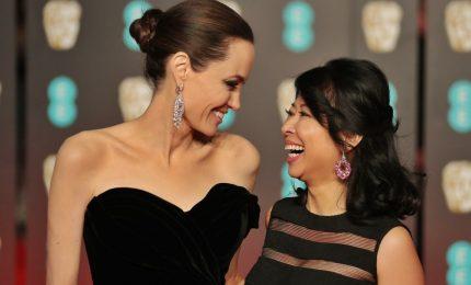 Da Angelina Jolie a Salma Hayek, anche ai Bafta red carpet black