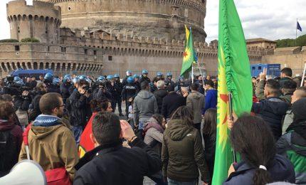 Manifestazione pro-curda contro attacco turco su Afrin