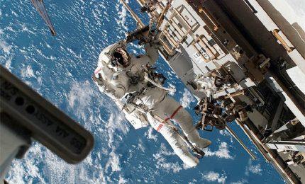 Passeggiata spaziale da record per i cosmonauti russi sull'Iss