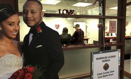 Per San Valentino a Las Vegas licenza di matrimonio in aeroporto