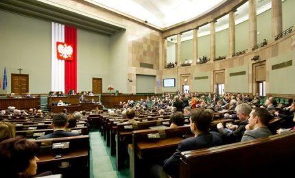 """Polonia approva legge su Olocausto. Israele: """"Negazione della Shoah"""""""