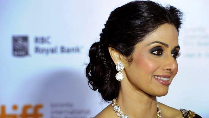 La star di Bollywood muore d'infarto, il web a lutto per Sridevi