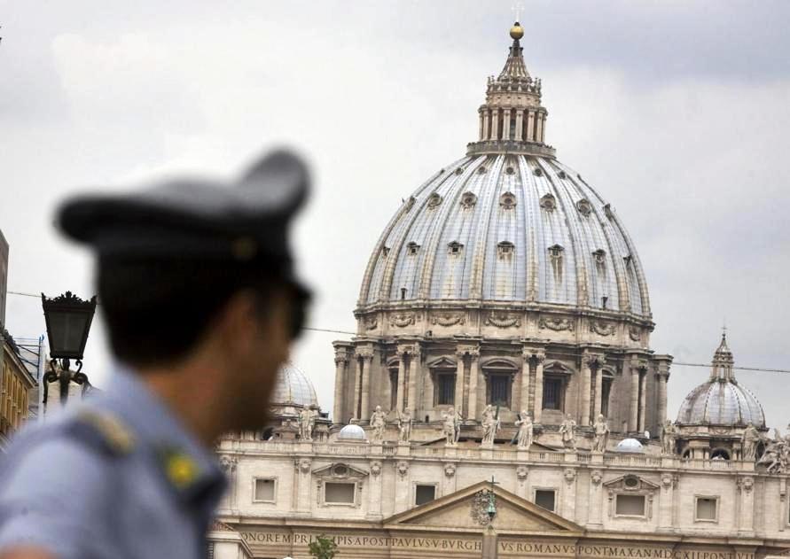 Turista fa volare drone nell'area di San Pietro, denunciato