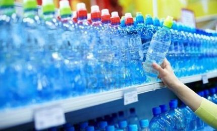 Acqua non potabile ad Avellino, ressa nei supermercati
