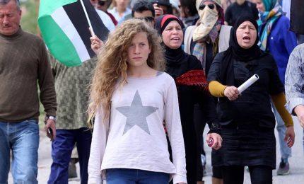 A processo la palestinese 17enne che picchiò i soldati israeliani