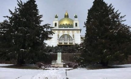 Neve e freddo a Vienna, sci di fondo nei parchi a -10 gradi