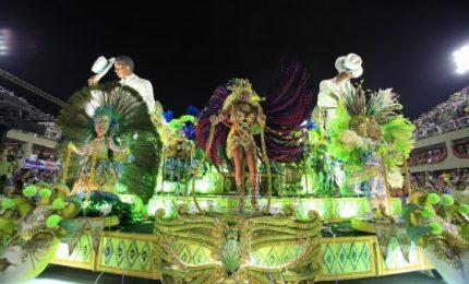 Brasile, lo spettacolo delle scuole di samba di Rio de Janeiro