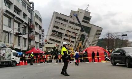 Terremoto a Taiwan: almeno 4 morti e oltre 200 feriti, 143 sono dispersi