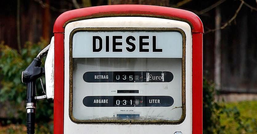 I big dell'auto si stanno sganciando dal diesel. Negli Usa è morto, in Francia stop dal 2030. L'Italia in controtendenza