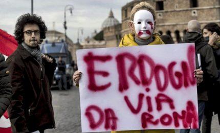 Erdogan a Roma: scontri a sit-in di protesta, feriti e fermati