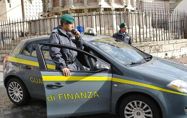 Lecce, promotore finanziario truffa 50 famiglie e incassa 1,5 milioni. Arrestato a Praga
