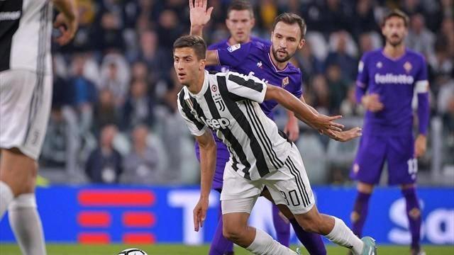 La Juventus espugna Firenze, in rete l'ex Bernardeschi e Higuain