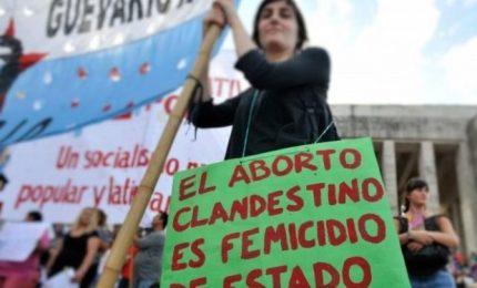 Argentina, migliaia di donne in piazza per legalizzare l'aborto