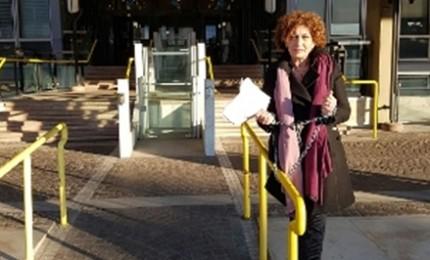 Assessore al lavoro della si incatena davanti sede Inps Roma per mancati pagamenti