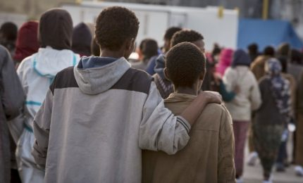 Migranti, giudice blocca ritorno di 19 minori africani in Italia