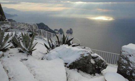 Nevica a Capri, fiocchi in Piazzetta e Anacapri tutta imbiancata