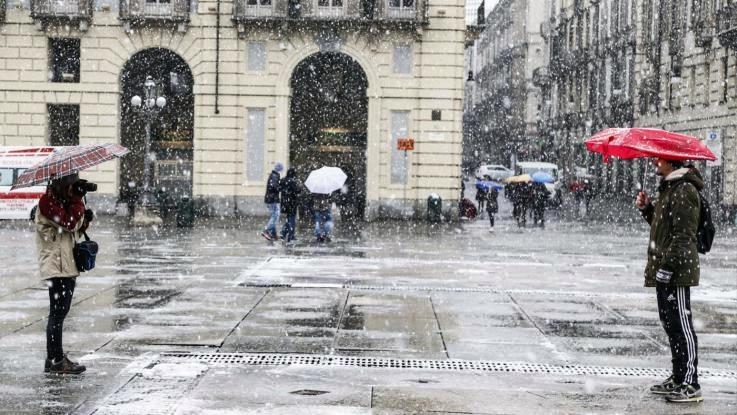 Forte vento e nevicate sull'Italia, torna l'inverno