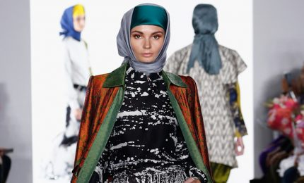 L'abaya protagonista in passerella a New York con Vivi Zubedi