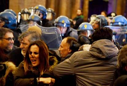 Macerata, tensioni su fascismo e migranti. Il monito di Mattarella