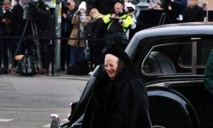 Perché la regina di Danimarca sorride ai funerali del marito?