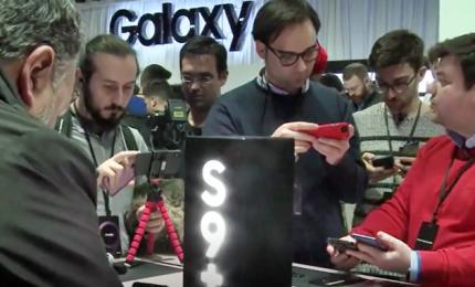 Samsung lancia il suo nuovo Galaxy S9 e punta sulla fotocamera