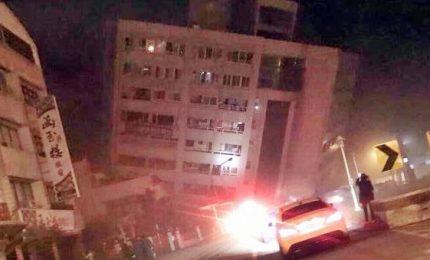 Paura per terremoto di magnitudo 6.4, crolla albergo aTaiwan