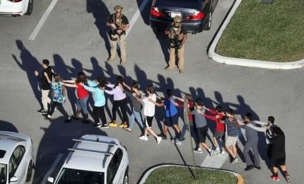 Ex studente spara in un liceo della Florida, almeno 17 morti tra allievi e docenti